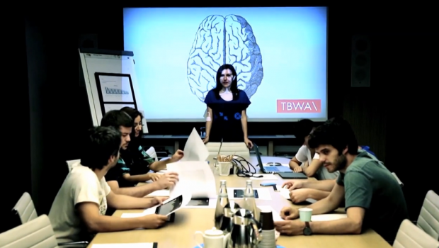 The advertising agency TBWA Istanbul devised an innovative recruitment process to select five students. For the past 10 years, TBWA\ISTANBUL chose their interns after a 3 day selection process. For the first time this year, the agency used EEG technology to measure the emotions of more than 500 candidates when […]